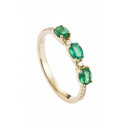 Oval Cut Emerald and Diamond Pavé Ring in 750/18K Yellow Gold 25764